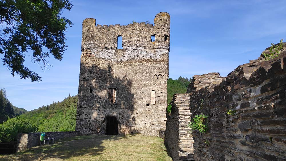 Wehrhafte Burg