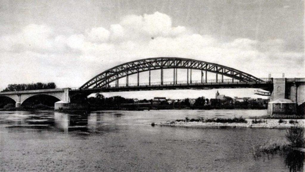 Die Oderbrücke diente vor dem Zweiten Weltkrieg als Postkartenmotiv.