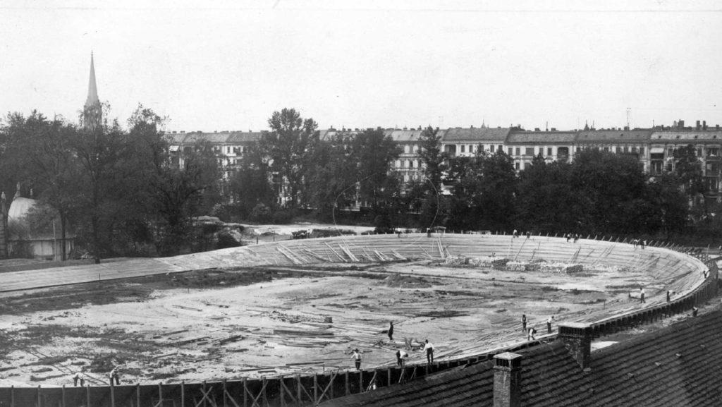 Auf dem Areal des früheren Botanischen Gartens wurde 1909 eine Radrennbahn erbaut.