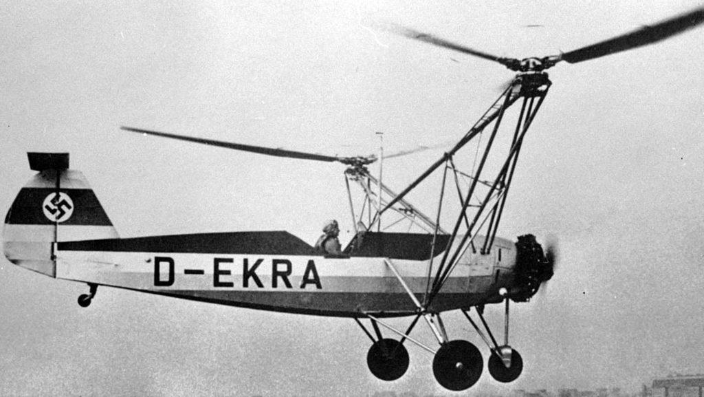 Das undatierte Foto zeigt Pilotin Hanna Reitsch am Steuer des Focke-Wulf-Versuchshelikopers.