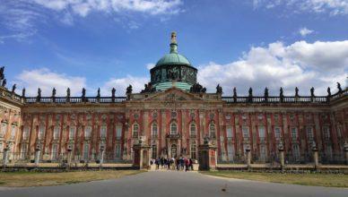 Das Schloss Neues Palais im Park Sanssouci in Potsdam