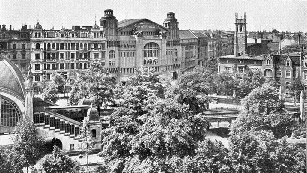 """Bild 3: Nollendorfplatz im Jahr 1907 (Foto: Max Missmann/""""Berliner Plätze"""", Nicolai, 1996/gemeinfrei)"""